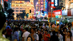 Crowds in Shanghai during Golden Week | Source: Flickr/Jakob Montrasio