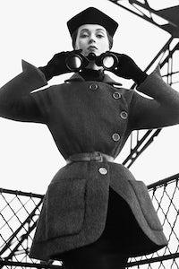 Dovima in Dior, Eiffel Tower, Paris, August 1950 | Photograph: Richard Avedon © The Richard Avedon Foundation