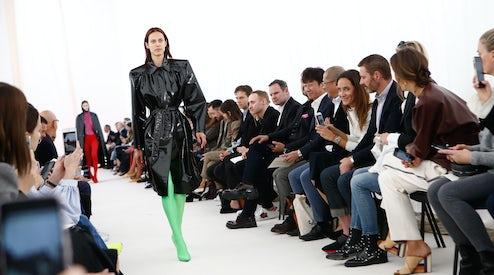 how do i become a fashion buyer
