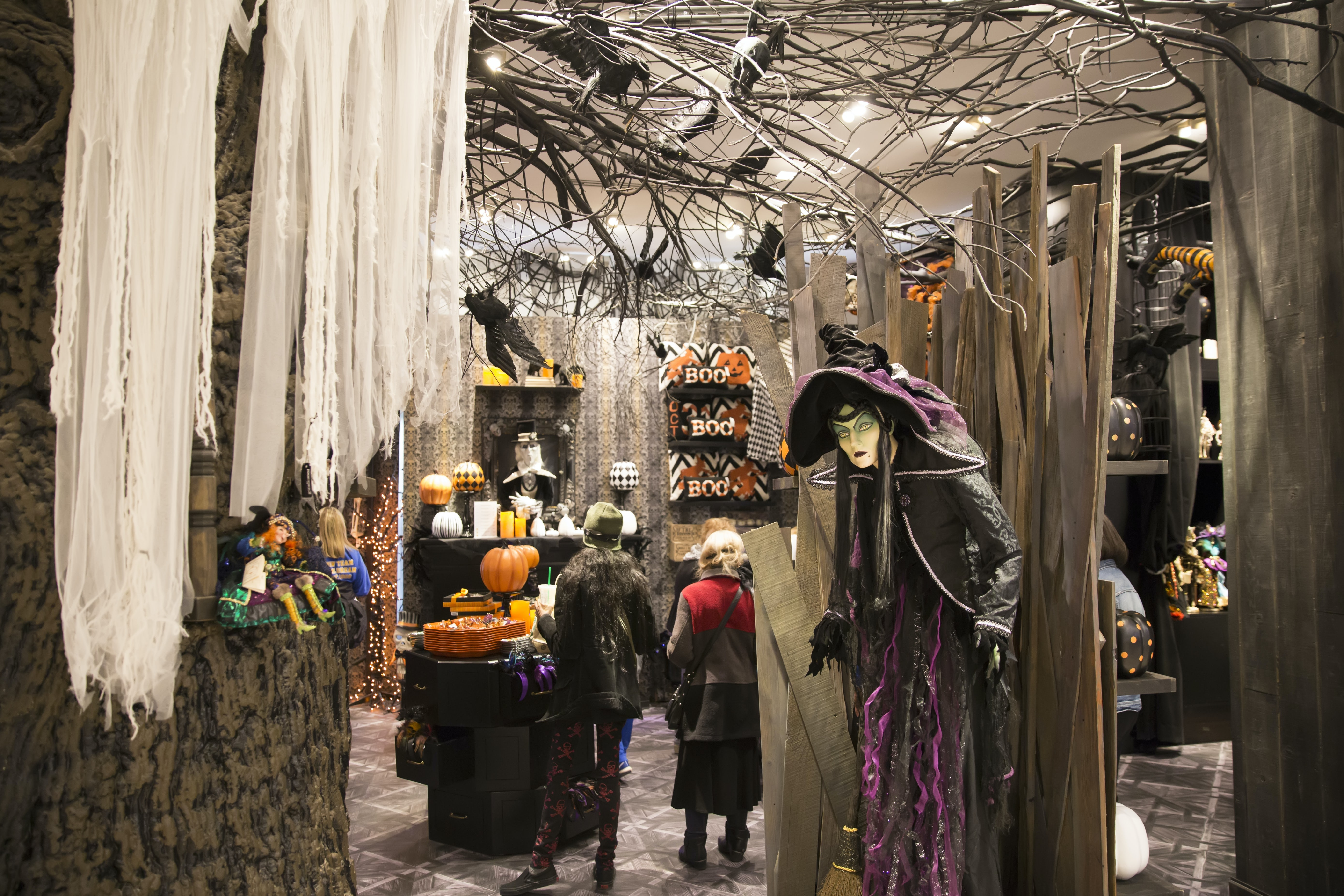 Grandin Road's Halloween pop-up store at Macy's | Source: Shutterstock
