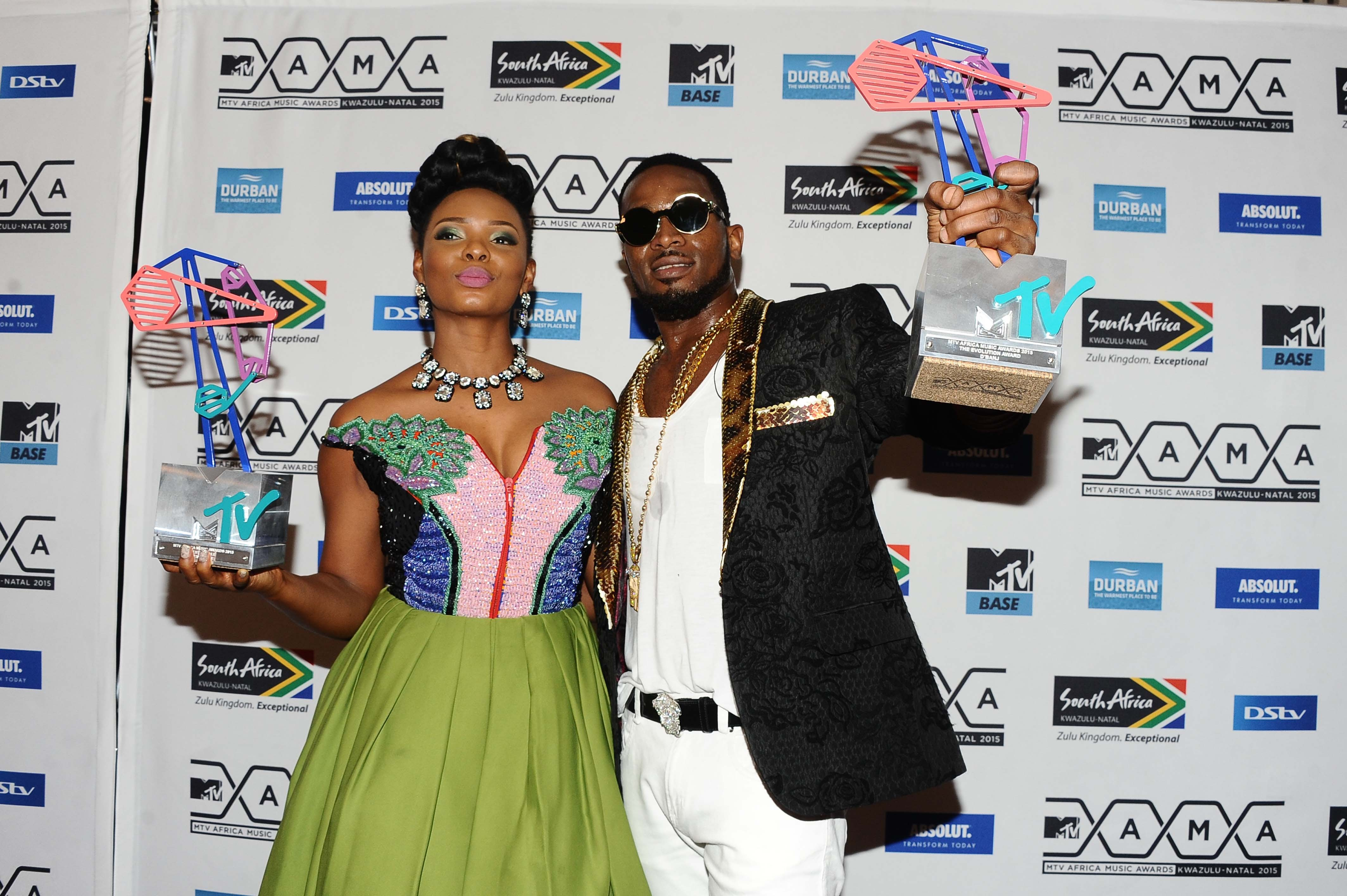 Yemi Alade and D'Banj with their awards at the MTV Africa Music Awards 2015   Source: Getty