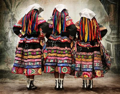 Women's costume for the Tupay dance in Peru | Photo: Mario Testino