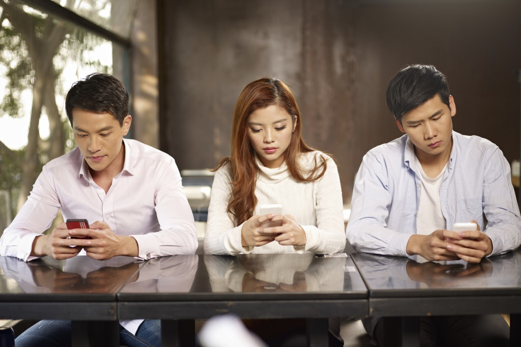 Chinese millennials on mobiles