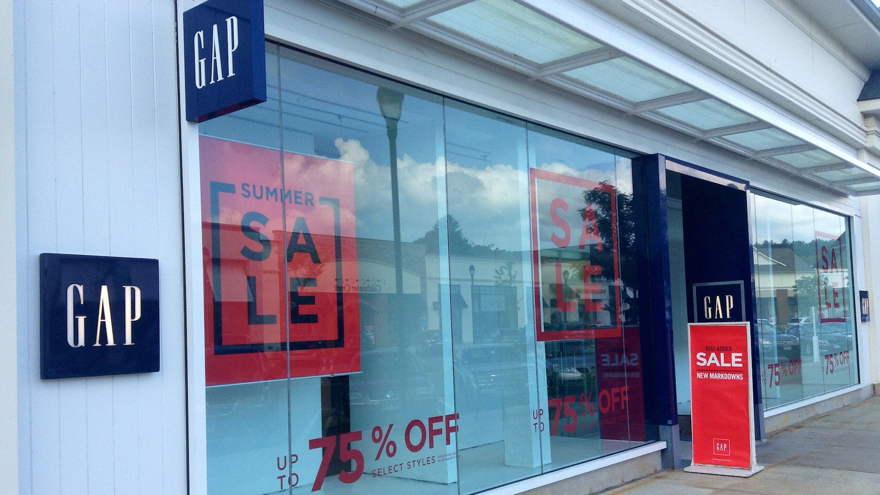 A Gap store in Connecticut  | Source: Flickr/Mike Mozart