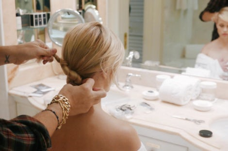Adir Abergel's up-do for Reese Witherspoon before the Golden Globes | Photo: Instagram.com/hairbyadir