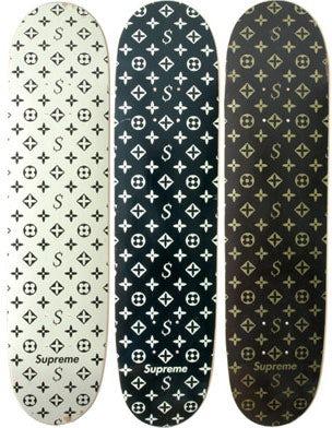 此前,Supreme未获得授权的恶搞Louis Vuitton滑板 | 图片来源:Vestoj