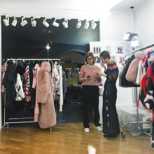 陈安琪与时装发布会造型师Alessandra Corvasce   图片来源:对方提供