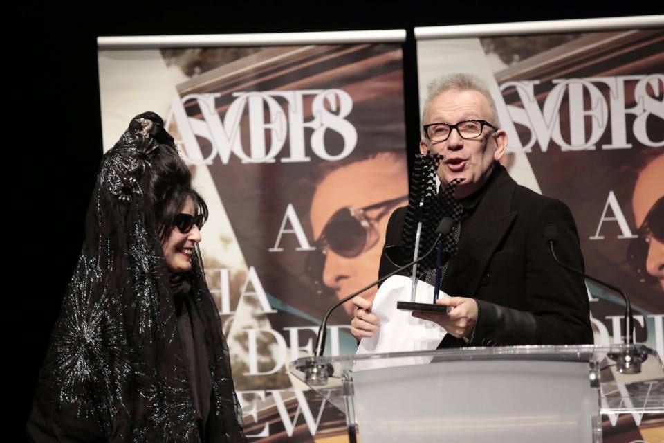 Diane Pernet与评委之一Jean Paul Gaultier在宣布获奖者 | 图片来源:AVOSFF