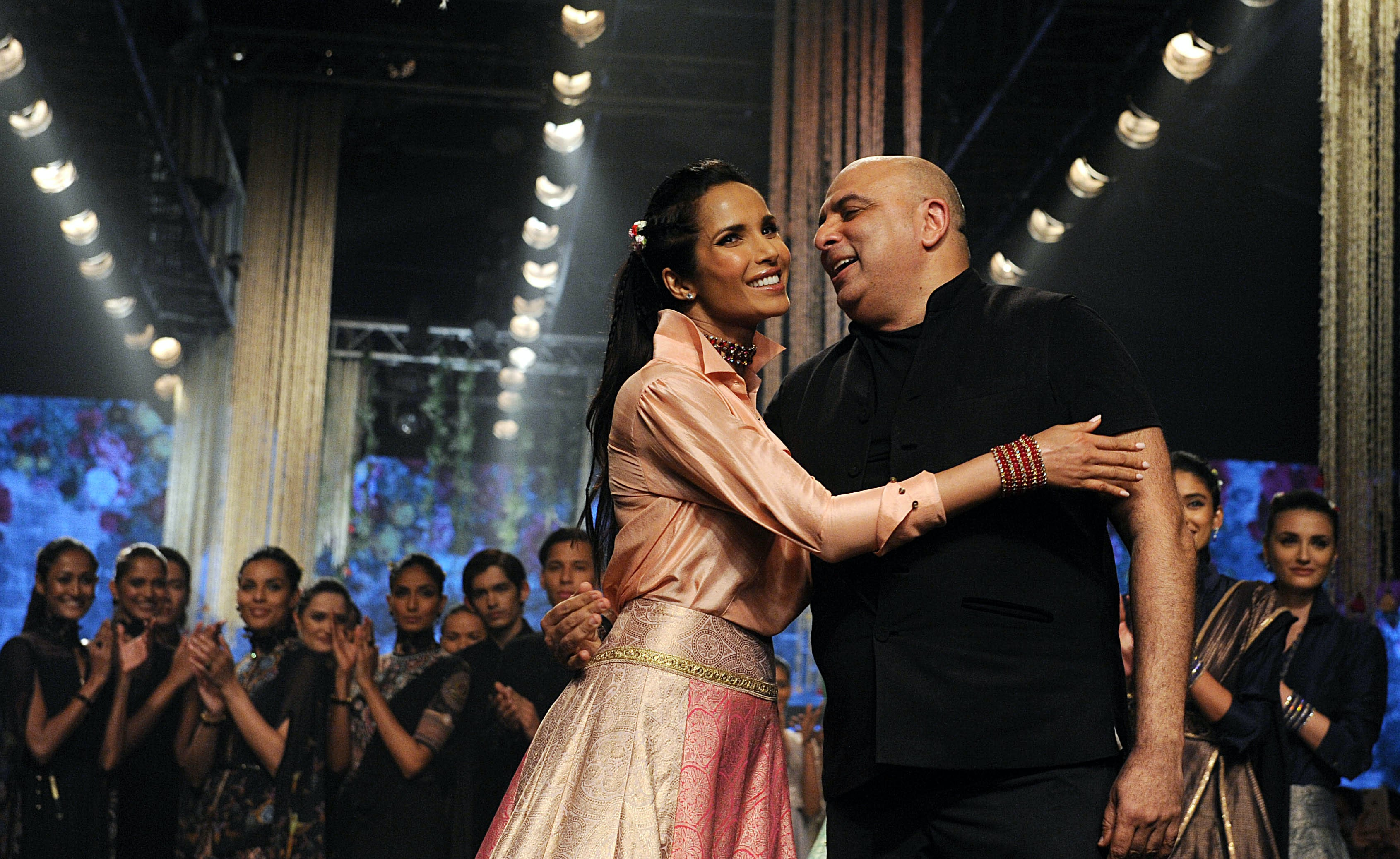 Padma Lakshmi with designer Tarun Tahiliani at Lakme Fashion Week | Source: Getty Images