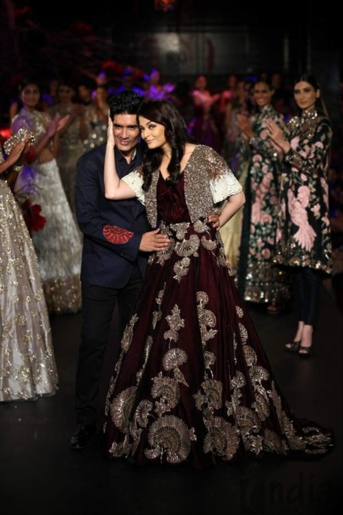 Aishwarya Rai Bachchan walks for Manish Malhotra at Amazon India Fashion Week | Source: Courtesy