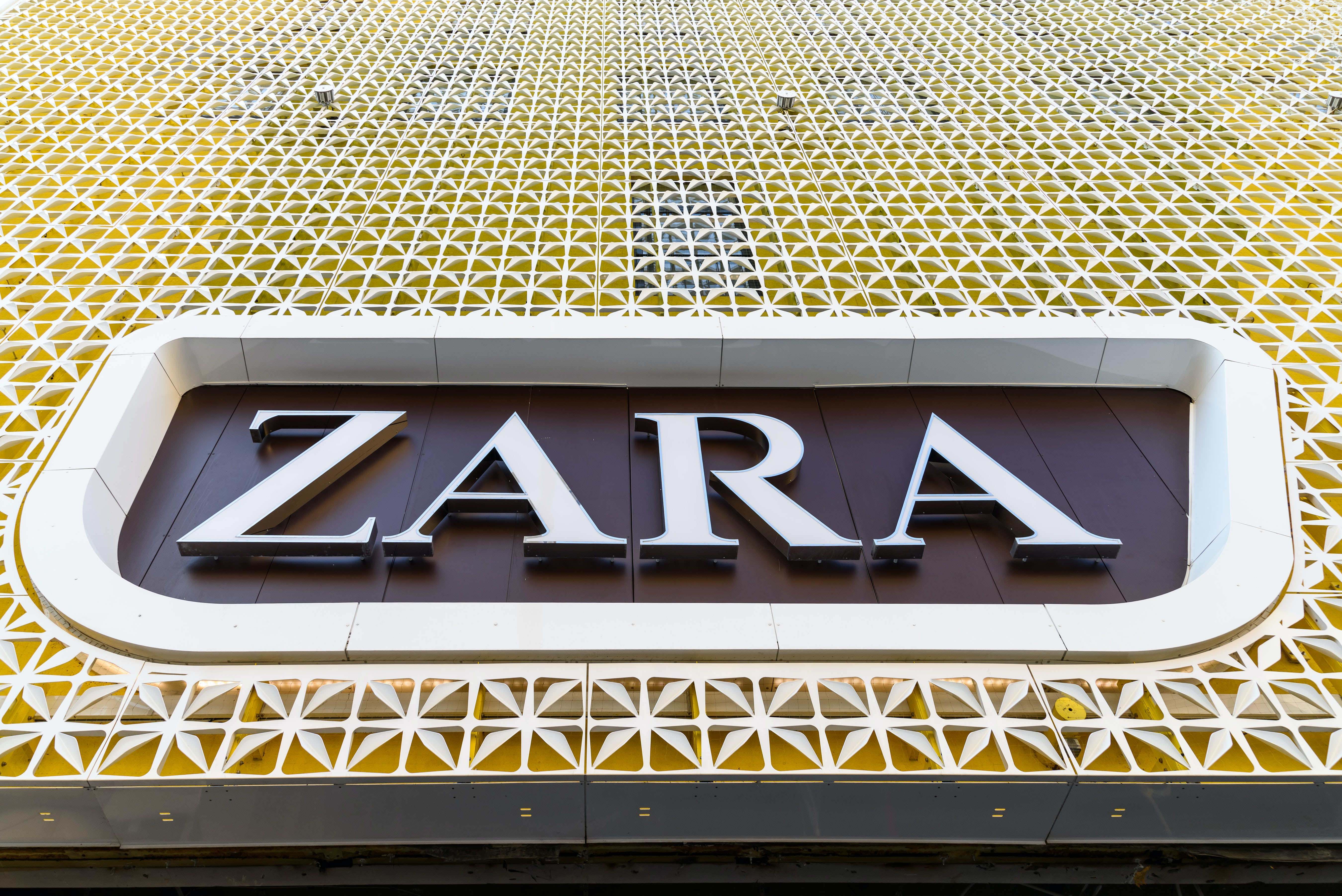 Zara Is Enveloped by Cloud Over Europe's Fashion Retailers
