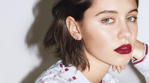 Model Iris Law in Burberry Beauty's 2017 campaign | Source: Burberry