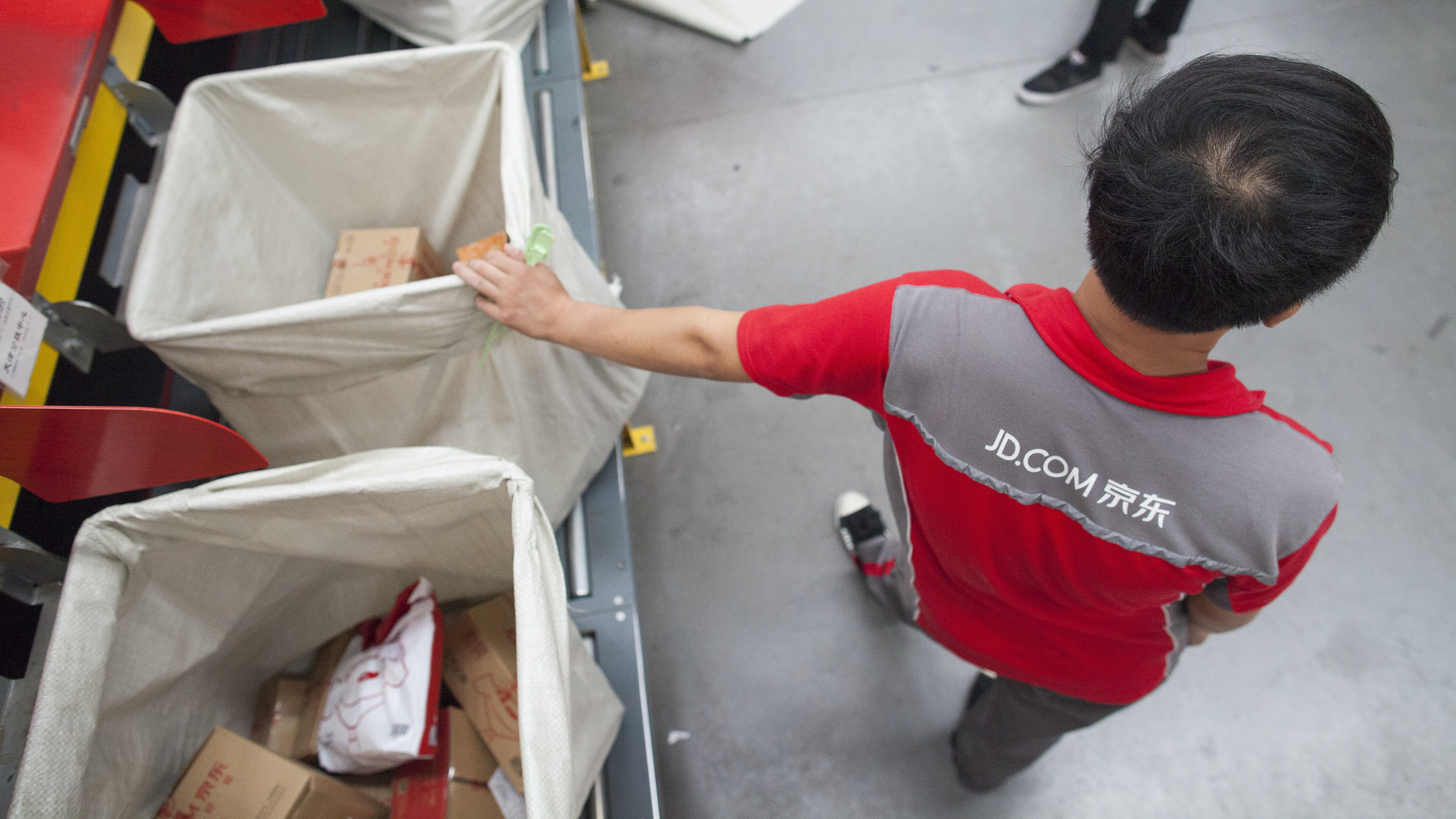 JD.com staff at a warehouse and distribution facility | Source: Shutterstock