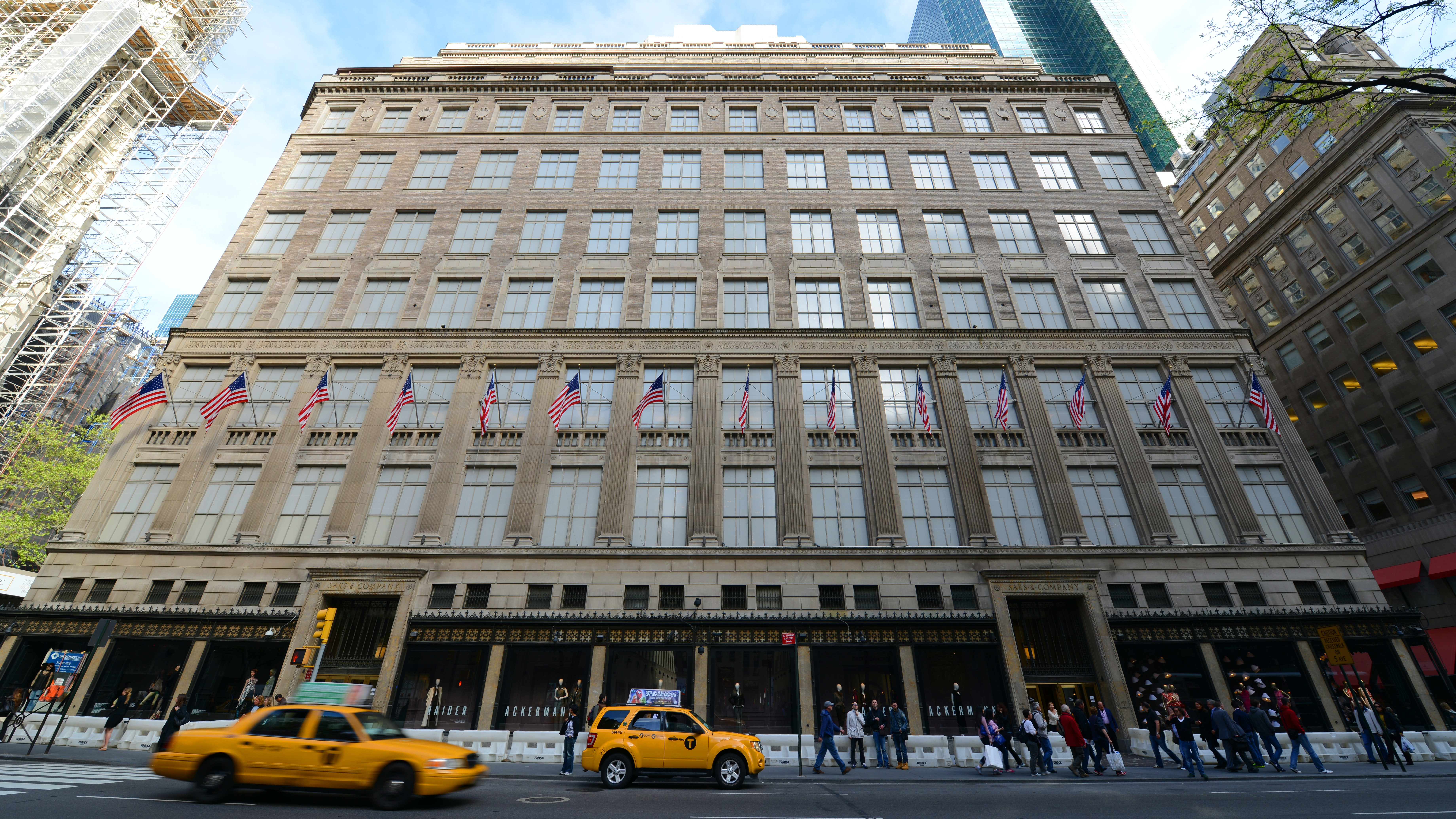 The Saks Fifth Avenue flagship in New York | Source: Shutterstock
