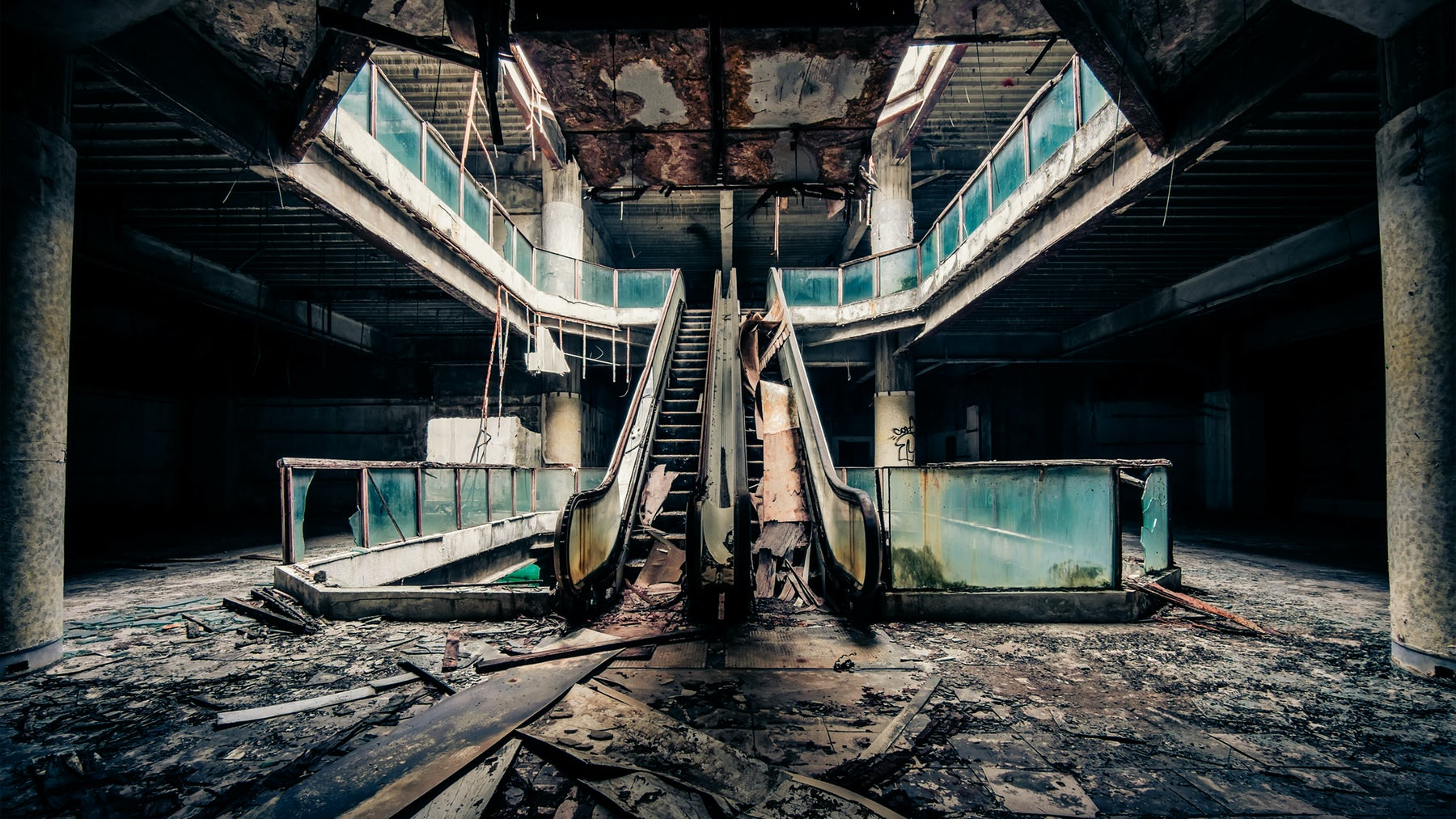 An abandoned shopping mall in the US | Source: Shutterstock