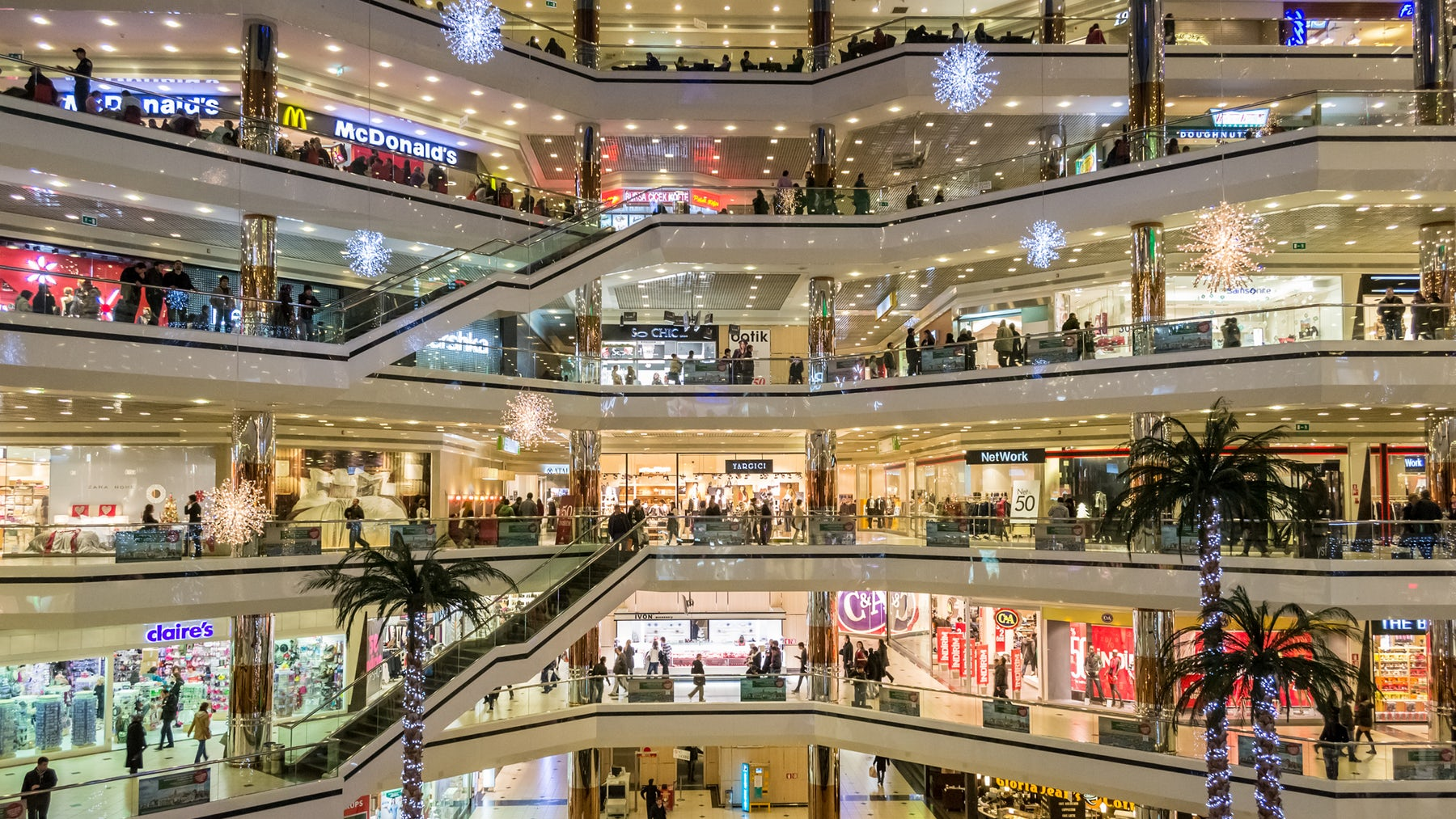 A shopping mall with fast fashion stores | Source: Shutterstock