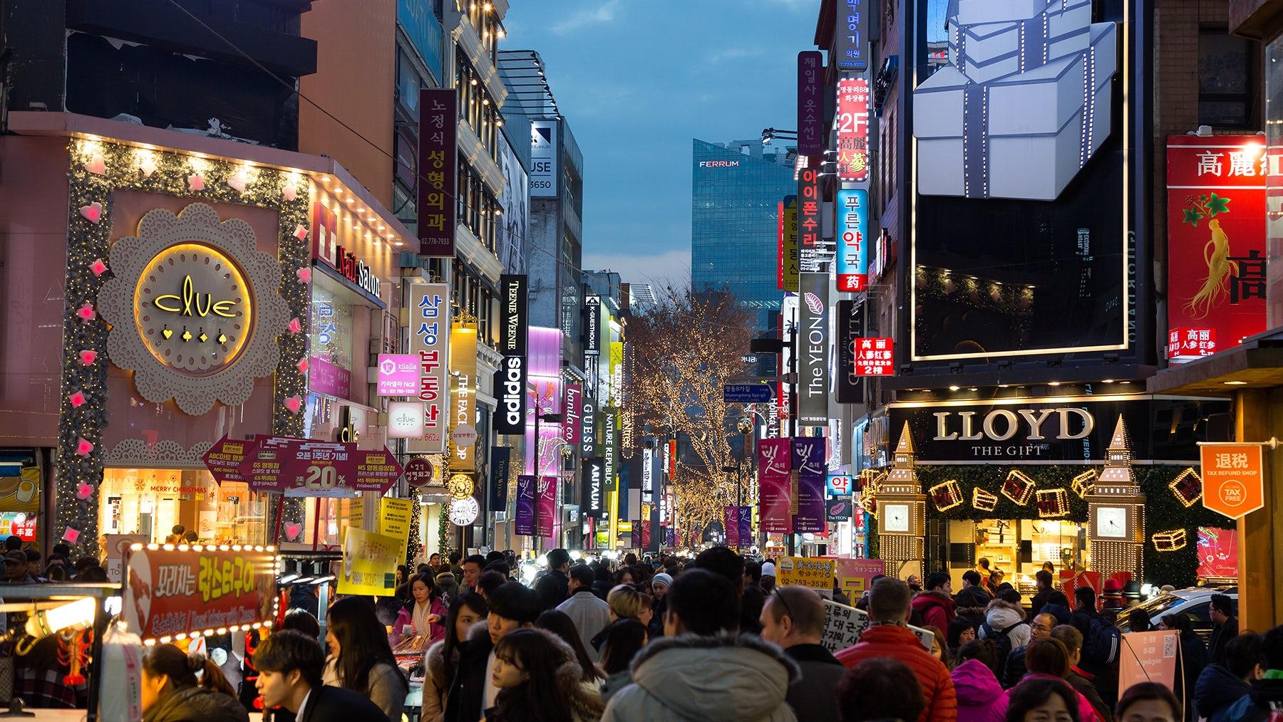 Myeongdong shopping street in Seoul | Source: Shutterstock