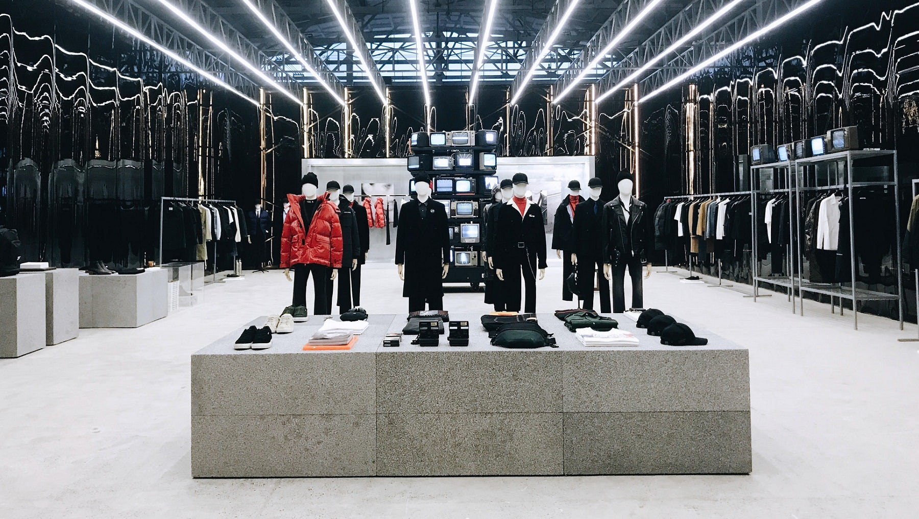 Top Chinese Fashion Groups Jostle for Market Share