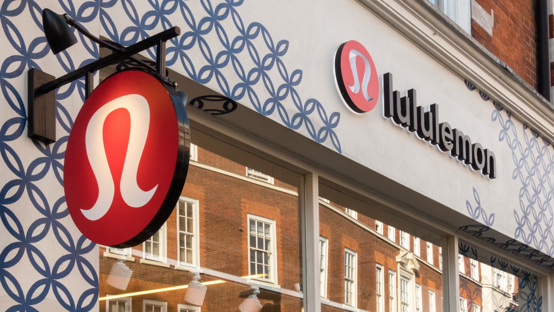 Lululemon store in London | Source: Shutterstock