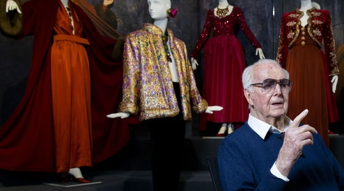 Remembering Hubert de Givenchy s Romantic Elegance  99bfc850bc1
