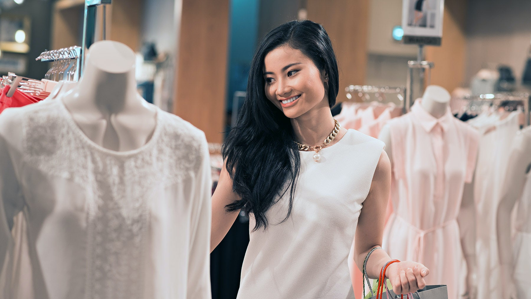 Shopper in a boutique | Source: Shutterstock