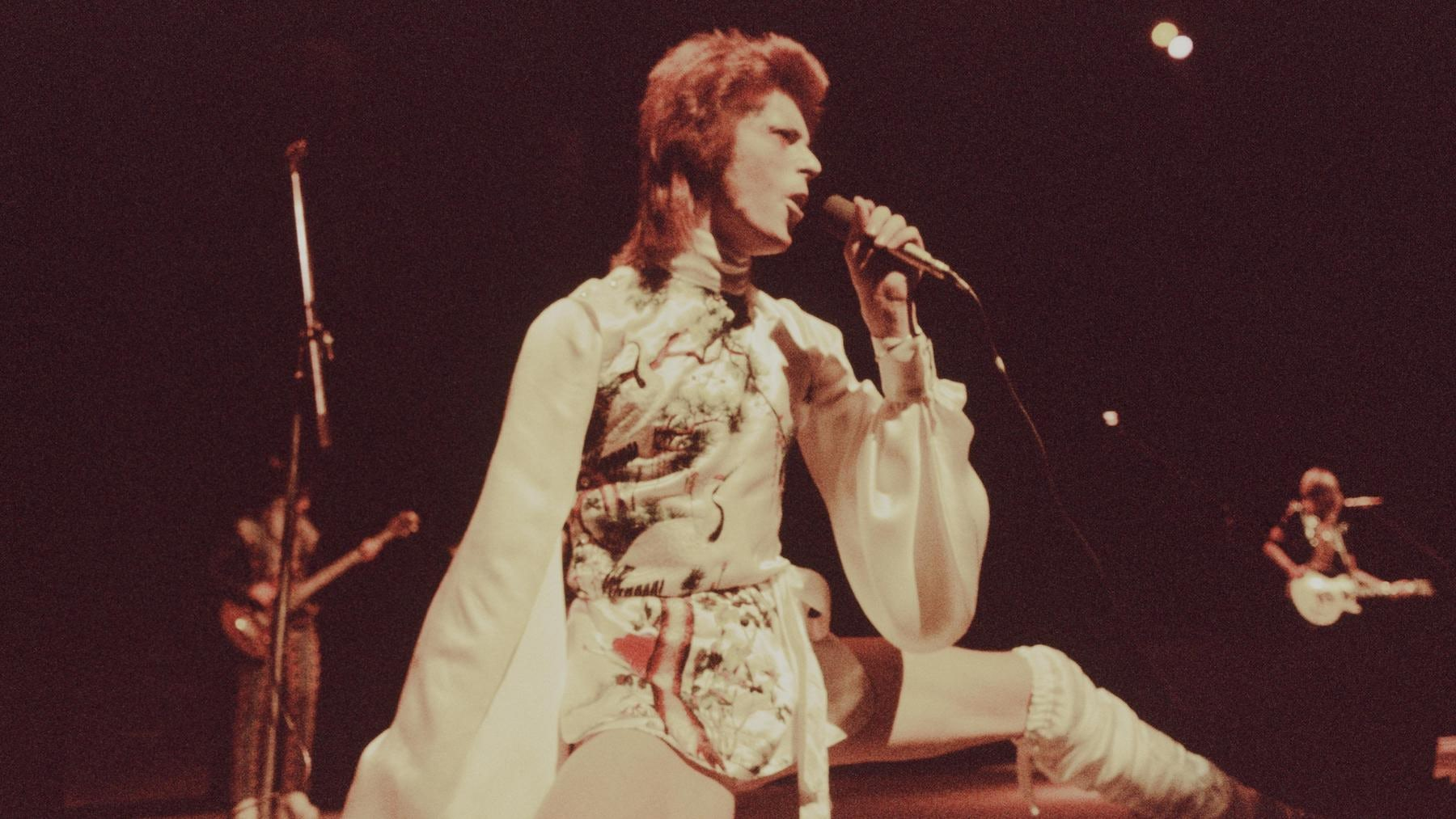 David Bowie in 1973 by Koh Hasebe | Source: Getty Images
