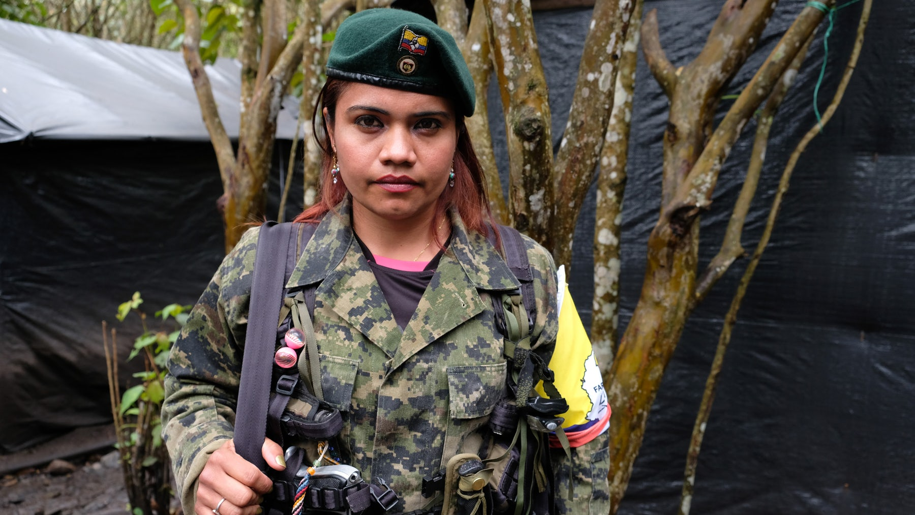 A female FARC guerrilla fighter dressed and armed in full combat gear | Source: Getty