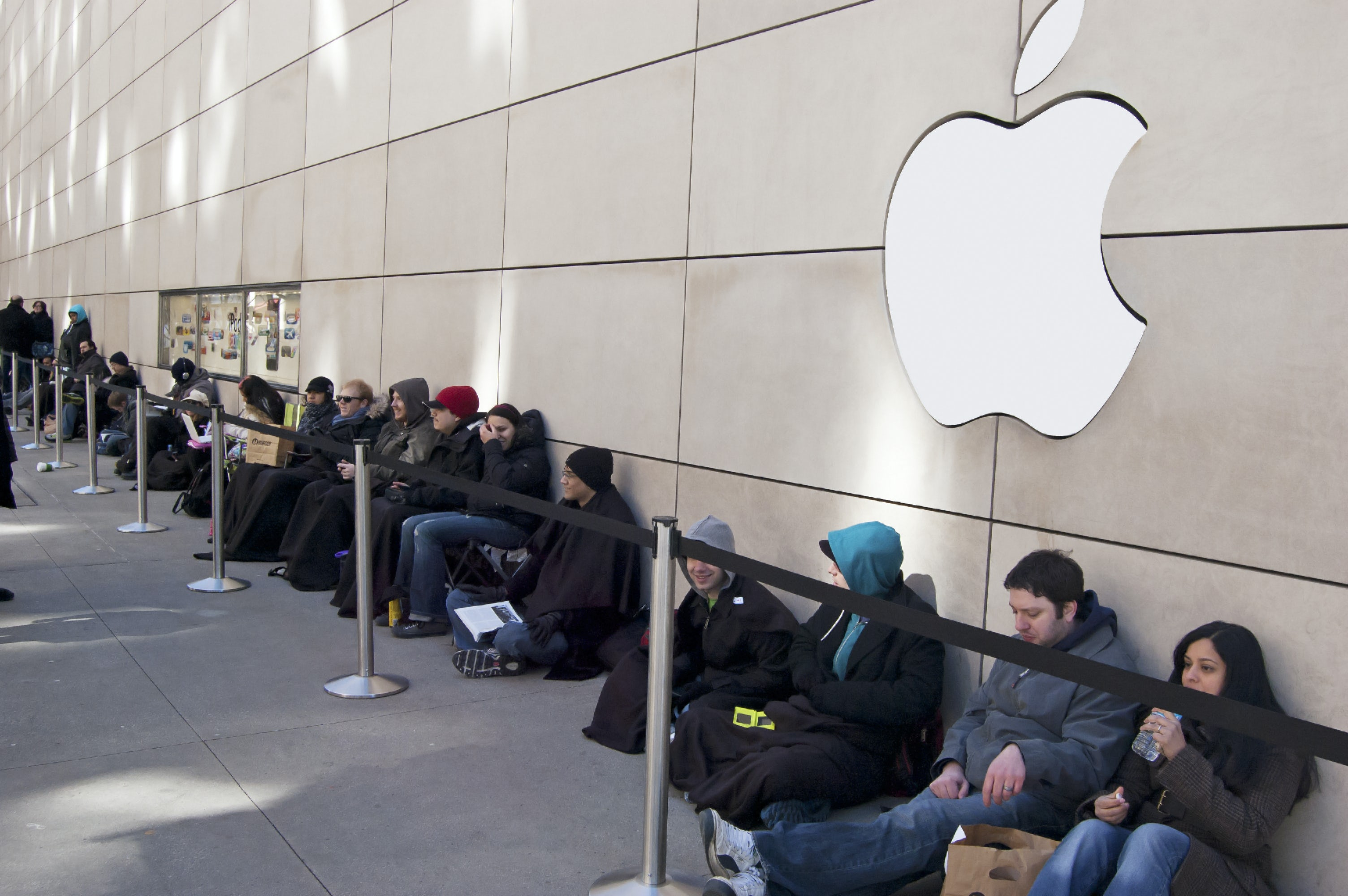 People waiting in line hours before Apple's newest release in downtown Chicago, US | Source: Shutterstock