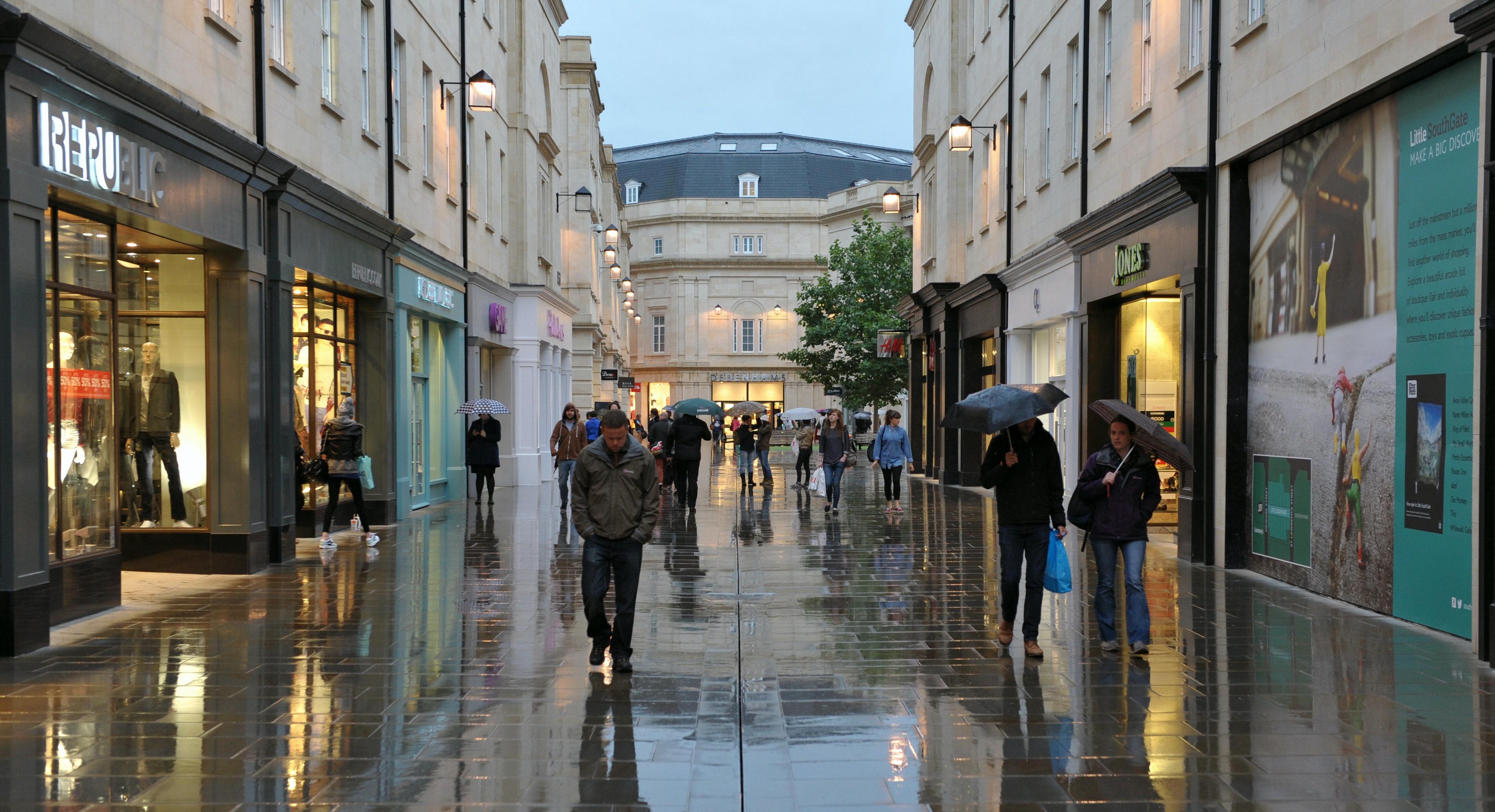 High street in Bath, United Kingdom | Source: Shutterstock