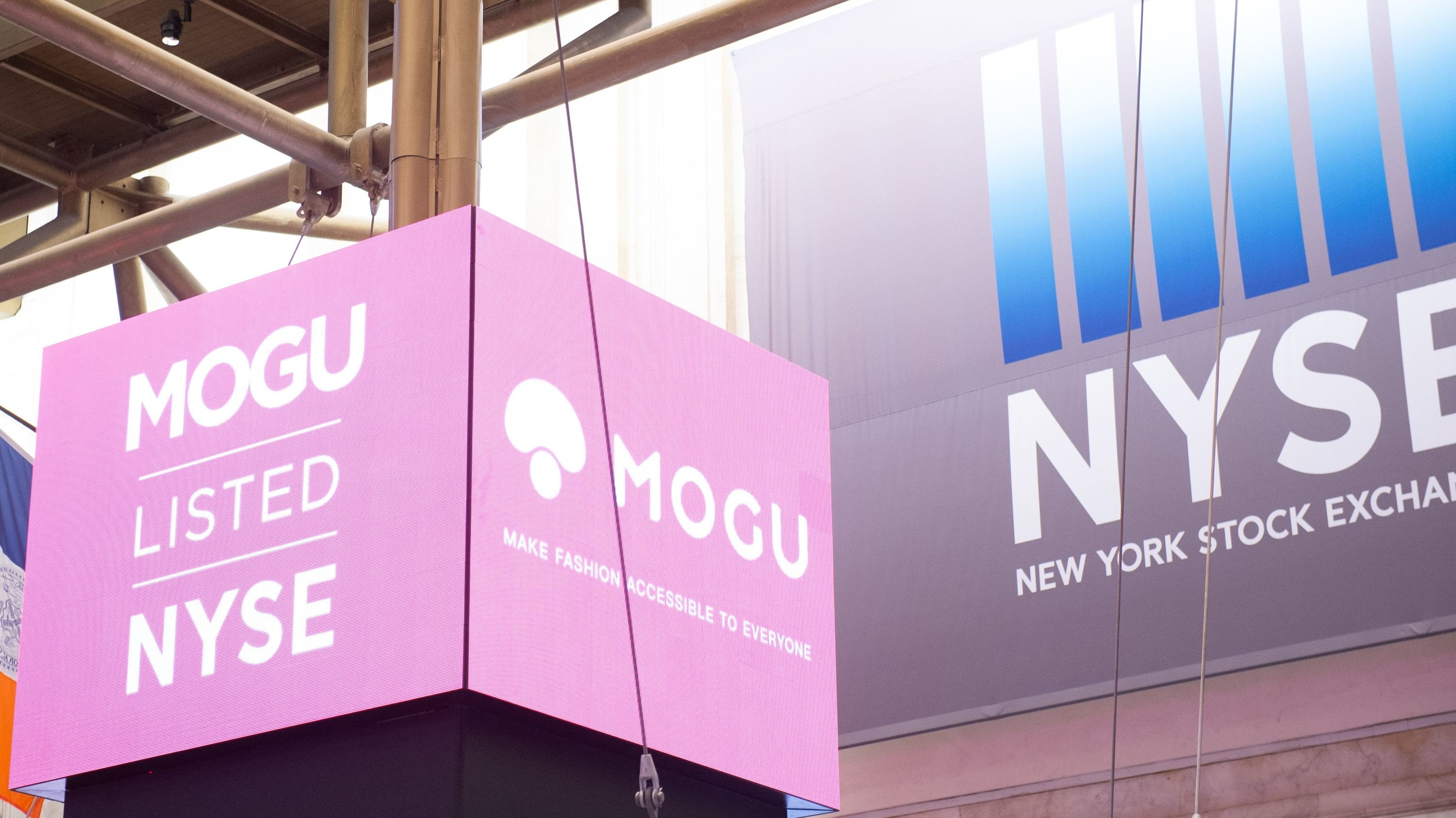 Mogu listed on the New York Stock Exchange | Photo: Bryan R. Smith / AFP / Getty Images