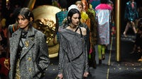 Versace 秀场   图片来源:Getty