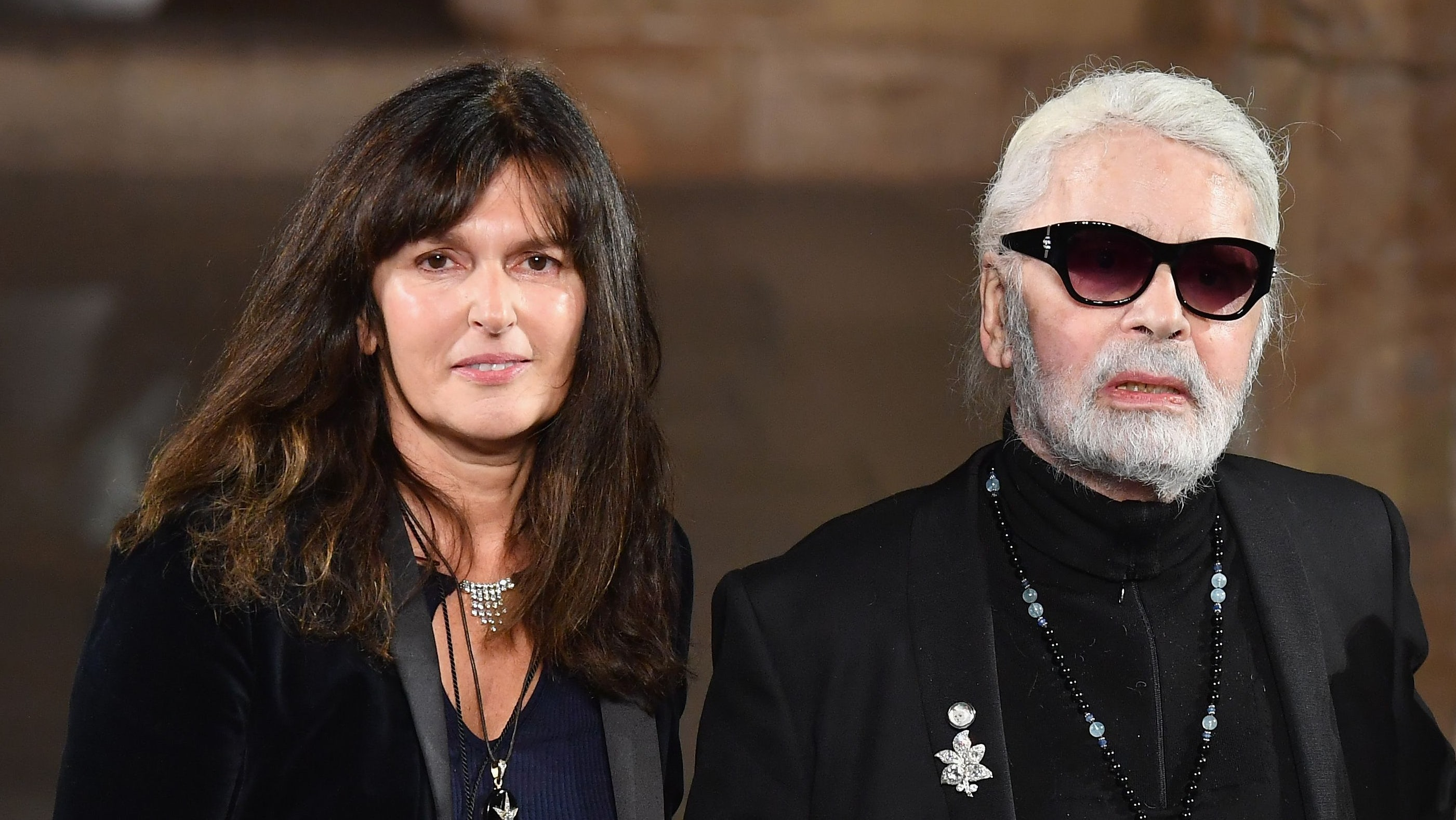 Virginie Viard e Karl Lagerfeld durante la mostra Chanel Metiers D'Art 2018/19 dicembre 2018 |  Fonte: Getty Images