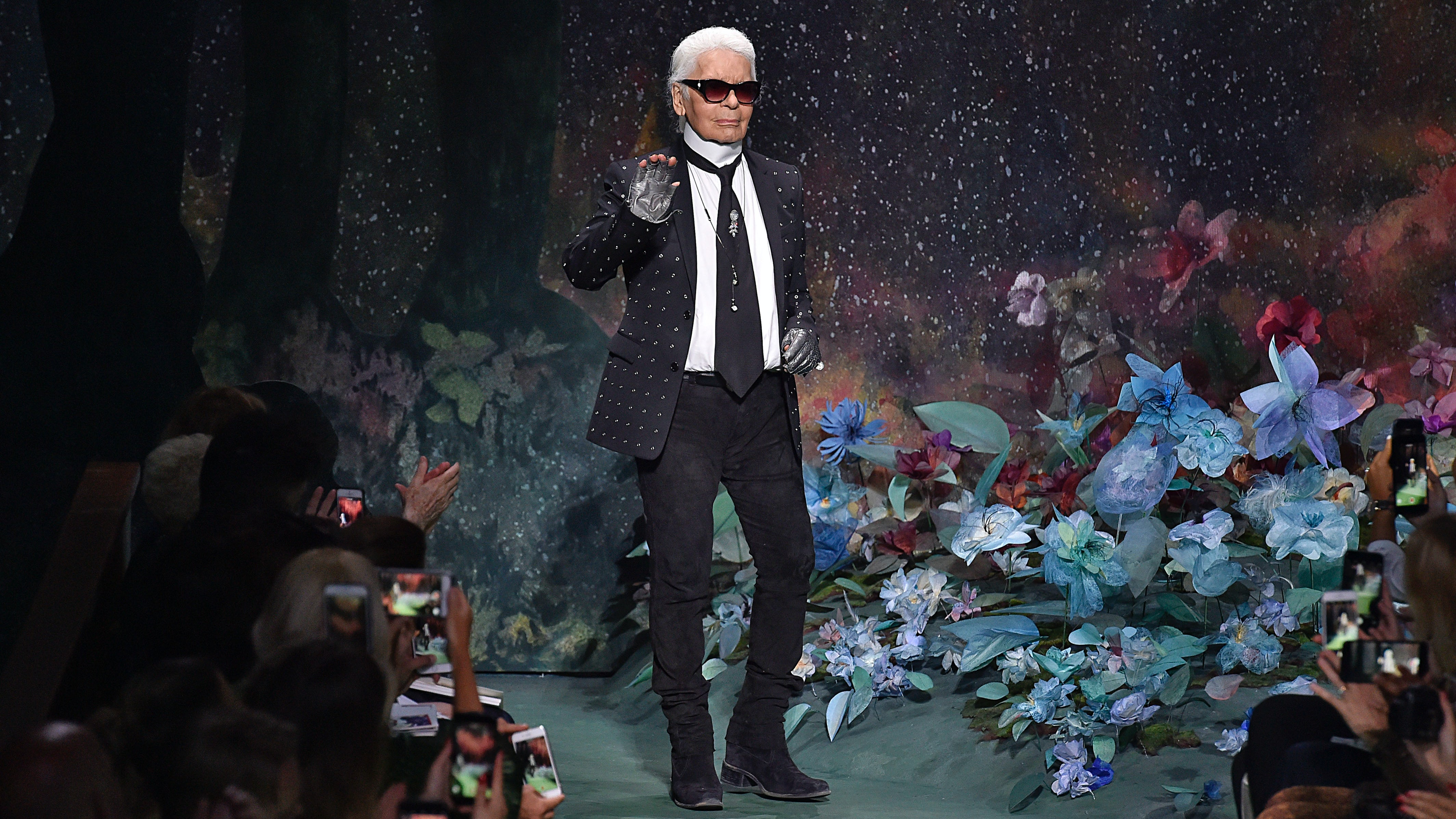 Karl Lagerfeld after the Fendi AW17 Haute Couture show | Source: Getty Images