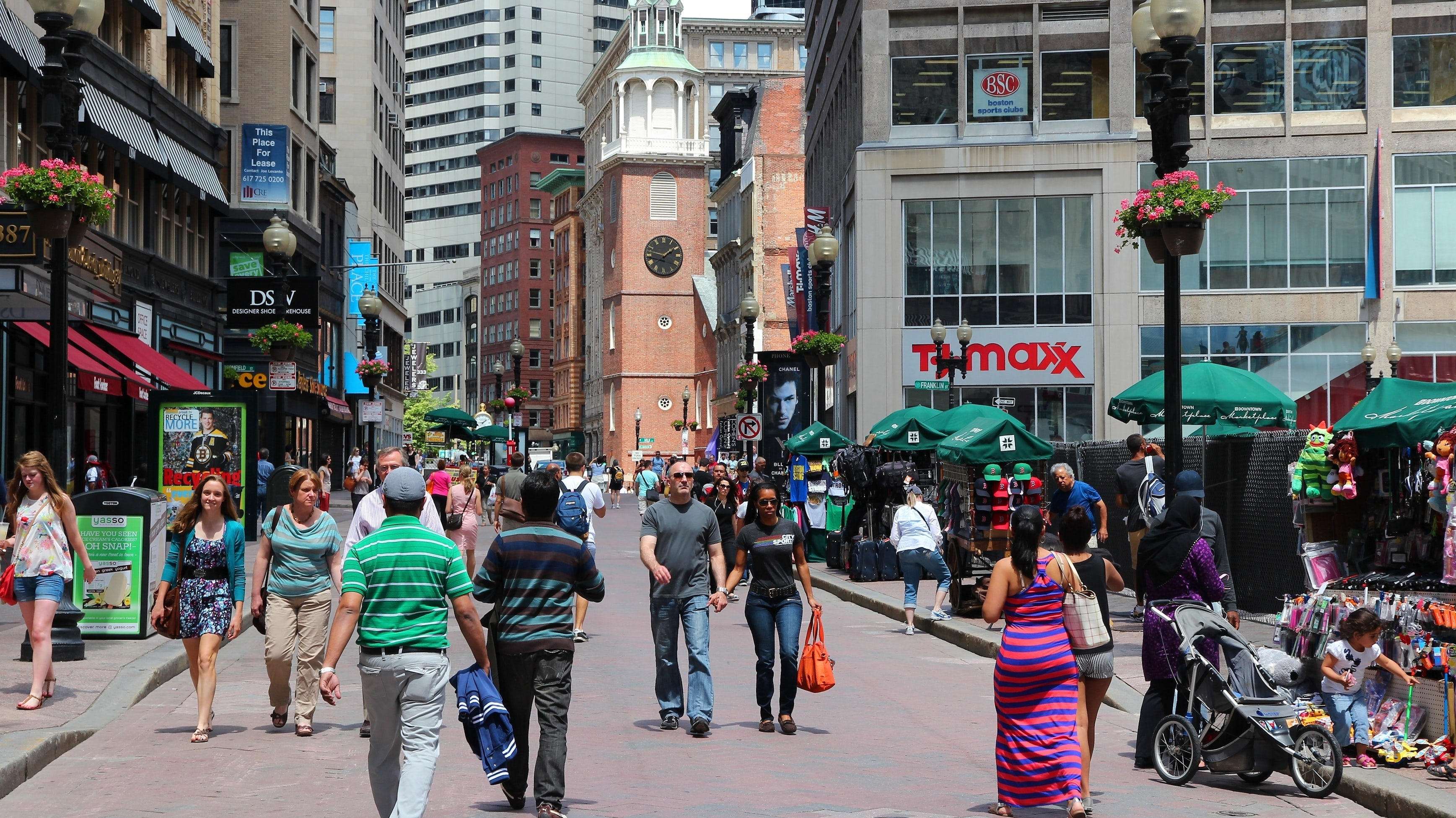 Pedestrian shopping street in Boston, United States | Source: Shutterstock