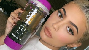 Kylie Jenner poses with Teami Blends detox tea | Source: Instagram