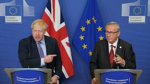 British Prime Minister Boris Johnson (L) and European Commission President Jean-Claude Juncker | Source: Getty
