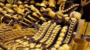 Gold jewellery window display | Source: Shutterstock