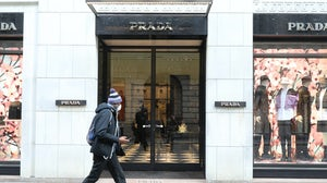 A man wears a protective mask as he walks in front of the Prada store in Milan | Source: Getty Images