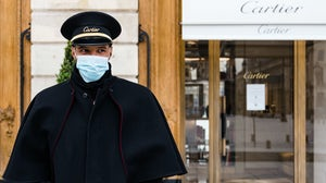 A Cartier employee wearing a protective mask outside the brand's Place Vendôme boutique on May 12 | Source: Getty Images