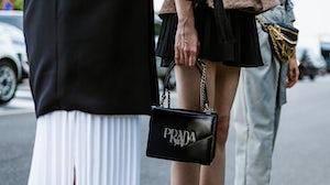 Prada手袋 | 图片来源:Shutterstock