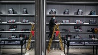 A Gucci store in Wuhan prepares to reopen in March | Source: Getty Images