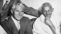 Comedian and movie actor Charlie Chaplin meets with Mahatma Gandhi in 1931 | Source: Getty Images