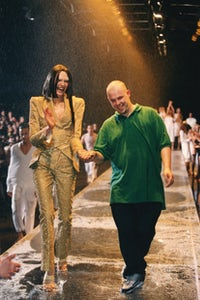 Alexander McQueen with a model at his London Spring/Summer 1998 collection | Source: Getty Images