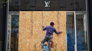Louis Vuitton store in Chicago after it was looted on August 10, 2020 | Source: Getty Images