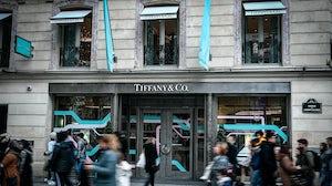Shoppers walk past Tiffany & Co's Paris store | Source: Getty Images