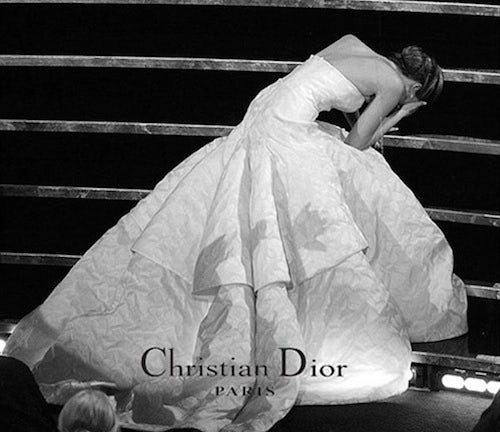 Jennifer Lawrence falling at the Oscars | Source: Facebook
